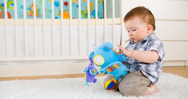 การเล่นของเด็ก, การเล่นของลูก, เล่นกับลูก, กิจกรรมของเด็ก, กิจกรรมเด็กเล็ก, การเคลื่อนไหวของเด็กเล็ก, พัฒนาการเด็ก, การส่งเสริมพัฒนาการเด็ก, ลูกอายุ 6 เดือน, ลูกวัย 6 เดือน, การคลาน, การเดิน, การตั้งไข่, หัดคลาน, ฝึกคลาน, ลูกคลาน, ผ้าอ้อมเด็ก, เสื้อผ้าเด็ก