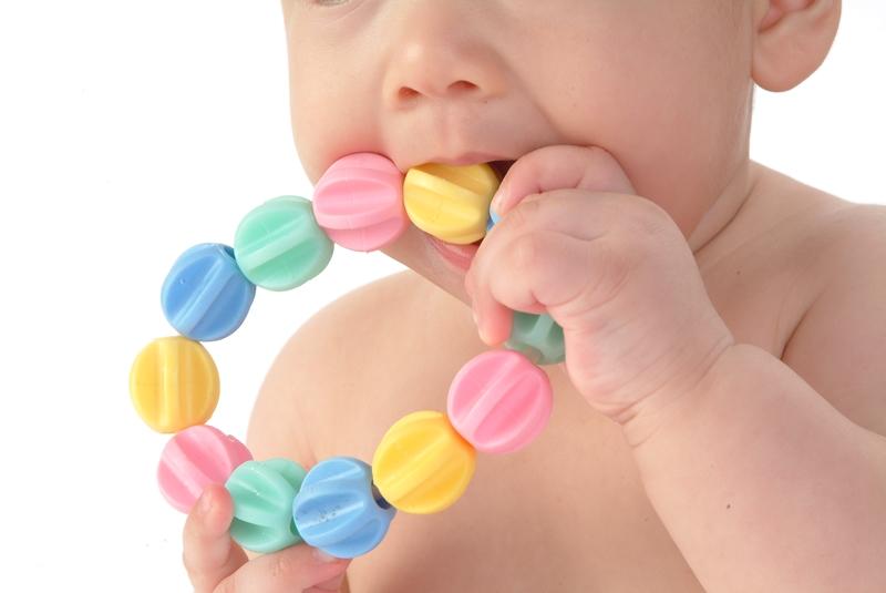 พฤติกรรมเด็ก, หยิบของเข้าปาก, พัฒนาการเด็ก, คันเหงือก,ลูกคันเหงือก, ลูกฟันขึ้น, ลูกชอบหยิบของเข้าปาก, ลูกชอบหยิบของใส่ปาก