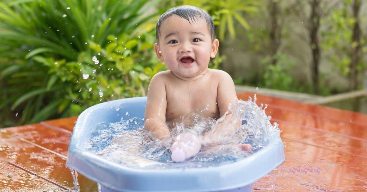 อาบน้ำให้ลูก, ชวนลูกเล่นน้ำ, การอาบน้ำให้ลูก, เทคนิคอาบน้ำให้ลูก, อาบน้ำให้ลูกอย่างสนุก, อาบน้ำให้ลูกอย่างปลอดภัย, การอาบน้ำให้เด็กทารก