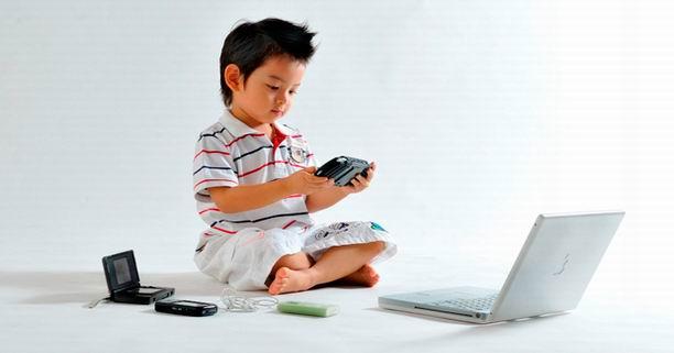 เทคโนโลยี, คอมพิวเตอร์, iPhone, iPad, เด็ก, พัฒนาการเด็ก, ของเล่นเสริมพัฒนาการ, การเลี้ยงลูก, การเลี้ยงเด็ก, ลูกฉลาด, พัฒนาการทางสมอง