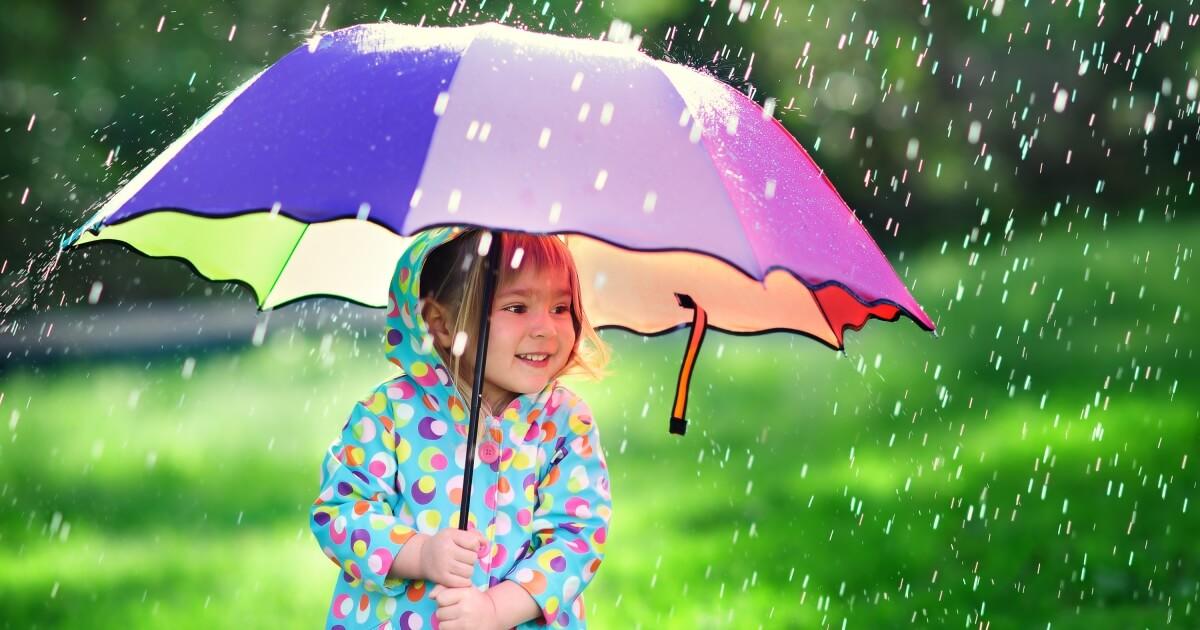 ฝนตก, หน้าฝน, ลูกป่วย, ลูกไม่สบาย, ลูกเล่นน้ำฝน, ลูกชอบเล่นน้ำฝน, โรคหน้าฝน,