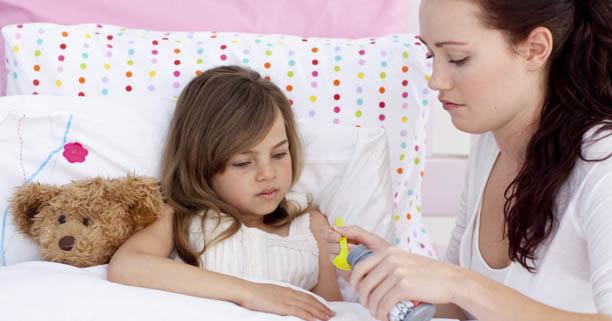 โรคมือเท้าปาก, มือ เท้า ปาก, โรคติดต่อ, โรคระบาด, เชื้อไวรัส, เป็นไข้, ตัวร้อน, ลูกไม่สบาย, ไอ, จาม, สารคัดหลั่ง, น้ำมูก, ยาลดไข้, ยาแก้ไข้
