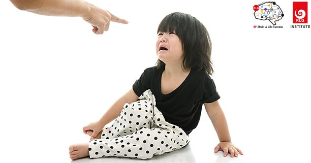 แม่ชอบห้าม, แม่ชอบดุ, ห้ามลูก, ลูกขาดความมั่นใจ, ลูกไม่มีความมั่นใจ,เด็กขาดความมั่นใจ, เด็กไม่มีความมั่นใจ,EF, Executive Functions, ทักษะสมองเพื่อชีวิตที่สำเร็จ, การทำงานของสมองส่วนหน้า, ทักษะสมอง EF, พัฒนา EF, ฝึก EF, EF คืออะไร, อีเอฟคืออะไร, ปรับพฤติกรรมลูก, ลูกก้าวร้าว, ลูกเอาแต่ใจ, ลูกดื้อ, ลูกไม่มีความอดทน, ลูกขี้เกียจ, ลูกความจำไม่ดี, ลูกชอบเถียง, ลูกอาละวาด, ลูกอารมณ์ร้าย, ลูกอ่อนไหว, ลูกปรับตัวไม่เป็น, ลูกปรับตัวไม่เก่ง, ลูกขี้อาย, ลูกไม่มีความยับยั้งชั่งใจ, ลูกไม่มีระเบียบ, ลูกไม่มีวินัย, Working memory, ความจำเพื่อใช้งาน, Inhibitory Control, การยั้งคิด ไตร่ตรอง, Shift, Cognitive Flexibility, การยืดหยุ่นความคิด,Focus, Attention, จดจ่อใส่ใจ, Emotional Control, การควบคุมอารมณ์, Planning,Organizing, การวางแผน, การจัดระบบดำเนินการ, Self-Monitoring, การรู้จักประเมินตนเอง,Initiating, การริเริ่มและลงมือทำ, Goal-Directed Persistence, ความพากเพียร, มุ่งสู่เป้าหมาย, เลี้ยงลูกให้เก่ง, เลี้ยงลูกให้เอาตัวรอด, เลี้ยงลูกให้ดี, เลี้ยงลูกให้ฉลาด, เลี้ยงลูกให้เป็นคนดี, เลี้ยงลูกให้ดูแลตัวเองได้