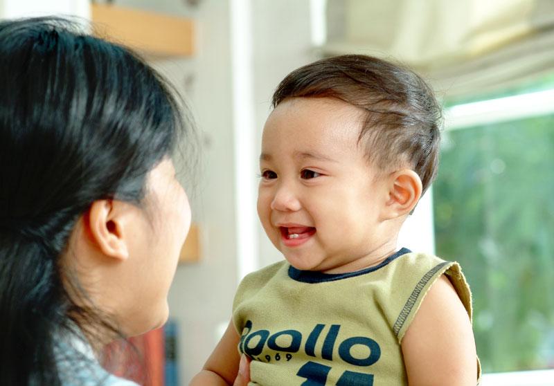ฟังลูกพูด, รับฟังลูก, เปิดใจฟังลูก, คุยกับลูก 1 ขวบ, วิธีคุยกับลูก 1 ขวบ, EF, Executive Functions, ทักษะสมองเพื่อชีวิตที่สำเร็จ, การทำงานของสมองส่วนหน้า, ทักษะสมอง EF, พัฒนา EF, ฝึก EF, EF คืออะไร, อีเอฟคืออะไร, ปรับพฤติกรรมลูก, ลูกก้าวร้าว, ลูกเอาแต่ใจ, ลูกดื้อ, ลูกไม่มีความอดทน, ลูกขี้เกียจ, ลูกความจำไม่ดี, ลูกชอบเถียง, ลูกอาละวาด, ลูกอารมณ์ร้าย, ลูกอ่อนไหว, ลูกปรับตัวไม่เป็น, ลูกปรับตัวไม่เก่ง, ลูกขี้อาย, ลูกไม่มีความยับยั้งชั่งใจ, ลูกไม่มีระเบียบ, ลูกไม่มีวินัย, Working memory, ความจำเพื่อใช้งาน, Inhibitory Control, การยั้งคิด ไตร่ตรอง, Shift, Cognitive Flexibility, การยืดหยุ่นความคิด,Focus, Attention, จดจ่อใส่ใจ, Emotional Control, การควบคุมอารมณ์, Planning,Organizing, การวางแผน, การจัดระบบดำเนินการ, Self-Monitoring, การรู้จักประเมินตนเอง,Initiating, การริเริ่มและลงมือทำ, Goal-Directed Persistence, ความพากเพียร, มุ่งสู่เป้าหมาย, เลี้ยงลูกให้เก่ง, เลี้ยงลูกให้เอาตัวรอด, เลี้ยงลูกให้ดี, เลี้ยงลูกให้ฉลาด, เลี้ยงลูกให้เป็นคนดี, เลี้ยงลูกให้ดูแลตัวเองได้, เลี้ยงลูกให้มีความสุข