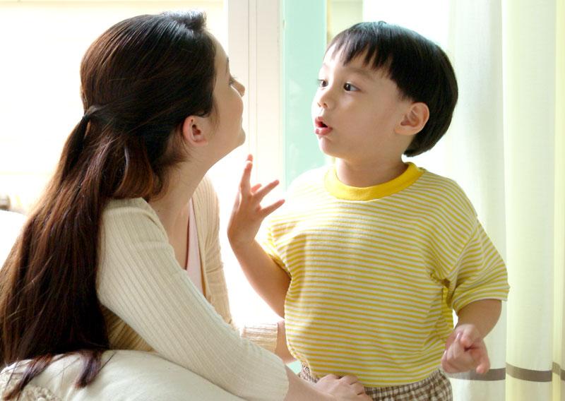 สอนลูกบอกความต้องการตัวเอง, สอนลูกบอกปฏิเสธ, สอนลูกขอความช่วยเหลือได้, สอนลูกให้ร้องขอเป็น, สอนลูกให้แสดงความคิดเห็นตัวเอง, เปิดโอกาสให้ลูกร้องขอ, เปิดโอกาสให้ลูกบอกความต้องการ, EF, Executive Functions, ทักษะสมองเพื่อชีวิตที่สำเร็จ, การทำงานของสมองส่วนหน้า, ทักษะสมอง EF, พัฒนา EF, ฝึก EF, EF คืออะไร, อีเอฟคืออะไร, ปรับพฤติกรรมลูก, ลูกก้าวร้าว, ลูกเอาแต่ใจ, ลูกดื้อ, ลูกไม่มีความอดทน, ลูกขี้เกียจ, ลูกความจำไม่ดี, ลูกชอบเถียง, ลูกอาละวาด, ลูกอารมณ์ร้าย, ลูกอ่อนไหว, ลูกปรับตัวไม่เป็น, ลูกปรับตัวไม่เก่ง, ลูกขี้อาย, ลูกไม่มีความยับยั้งชั่งใจ, ลูกไม่มีระเบียบ, ลูกไม่มีวินัย, Working memory, ความจำเพื่อใช้งาน, Inhibitory Control, การยั้งคิด ไตร่ตรอง, Shift, Cognitive Flexibility, การยืดหยุ่นความคิด,Focus, Attention, จดจ่อใส่ใจ, Emotional Control, การควบคุมอารมณ์, Planning,Organizing, การวางแผน, การจัดระบบดำเนินการ, Self-Monitoring, การรู้จักประเมินตนเอง,Initiating, การริเริ่มและลงมือทำ, Goal-Directed Persistence, ความพากเพียร, มุ่งสู่เป้าหมาย, เลี้ยงลูกให้เก่ง, เลี้ยงลูกให้เอาตัวรอด, เลี้ยงลูกให้ดี, เลี้ยงลูกให้ฉลาด, เลี้ยงลูกให้เป็นคนดี, เลี้ยงลูกให้ดูแลตัวเองได้, เลี้ยงลูกให้มีความสุข