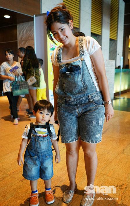 แฟชั่นยีนส์,fashion,แฟชั่น,แฟชั่นรักลูก,รักลูก,แม่ลูก,ชุดยีนส์แม่ลูก,ชุดยีนส์เด็ก,ยีนส์แม่ลูก,ยีนส์เด็ก,กางเกงยีนส์เด็ก,เสื้อยีนสเด็ก,ผ้ายีนส์,Jean,jeans,