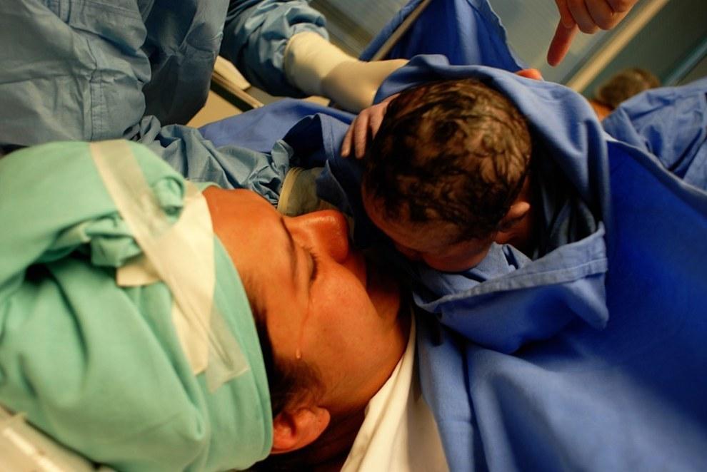 คลอดลูก,การคลอด,ซึ้ง,ภาพประทับใจ,วินาทีแรกคลอด,ผ่าคลอด,คลอดเอง,วันคลอด,เตรียมตัวคลอด,ตั้งท้อง,ตั้งครรภ์,ทารก,ภาพทารก,ภาพซึ้ง,