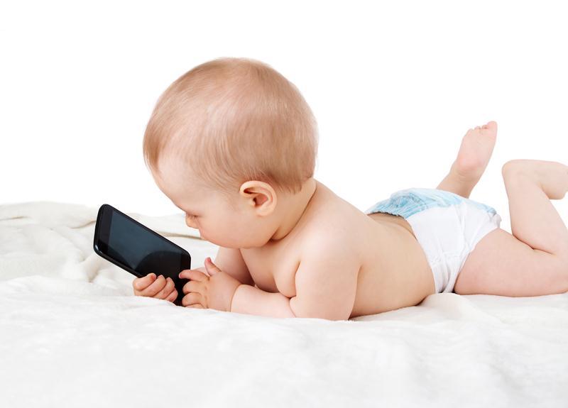 เลี้ยงลูกด้วยมือถือ, เลี้ยงลูกด้วยแท็บเล็ต, เลี้ยงลูกด้วยโทรทัศน์, ลูกติดจอ, เด็กติดจอ, สื่อดิจิตอล, ควรให้ลูกดูโทรทัศน์ได้ตอนไหน, ลูกสมาธิสั้น, ลูกพูดช้า, พัฒนาการเด็ก, สิ่งที่ควรทำในเด็ก, เด็กปฐมวัยเล่นมือถือได้ไหม, กรมอนามัย