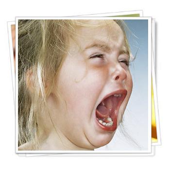 เด็กอาละวาด,ร้องไห้อาละวาด,กระทืบเท้า,พัฒนาการทางอารมณ์,พัฒนาการด้านจิตใจ,พฤติกรรมเด็กก้าวร้าว,อารมณ์หงุดหงิด